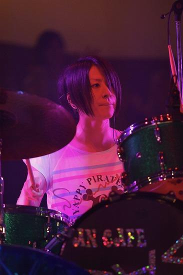 活動再開のアンカフェ、2年半ぶりのライヴでファンに「ただいま」 年末の東名阪Zeppツアーも発表_e0197970_23514829.jpg