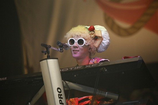 活動再開のアンカフェ、2年半ぶりのライヴでファンに「ただいま」 年末の東名阪Zeppツアーも発表_e0197970_23515744.jpg