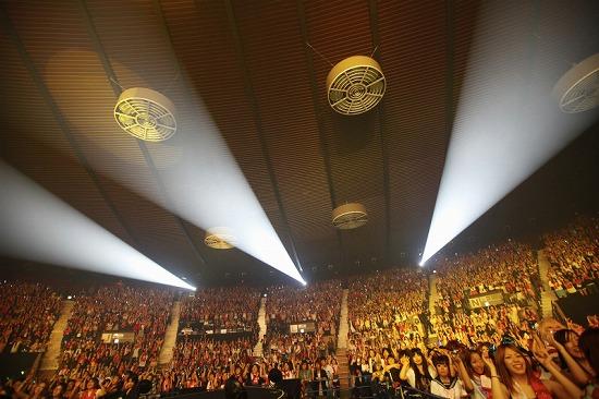 活動再開のアンカフェ、2年半ぶりのライヴでファンに「ただいま」 年末の東名阪Zeppツアーも発表_e0197970_23525322.jpg