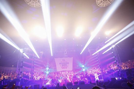 活動再開のアンカフェ、2年半ぶりのライヴでファンに「ただいま」 年末の東名阪Zeppツアーも発表_e0197970_2352632.jpg