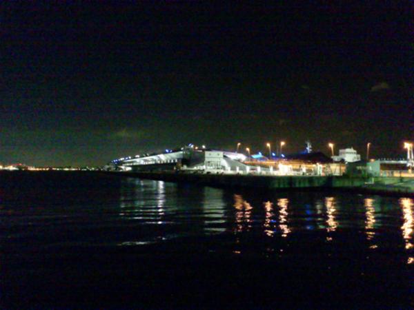 みなと横浜・・・夜の大桟橋、国際線大型船舶発着岸壁_b0032617_23194587.jpg