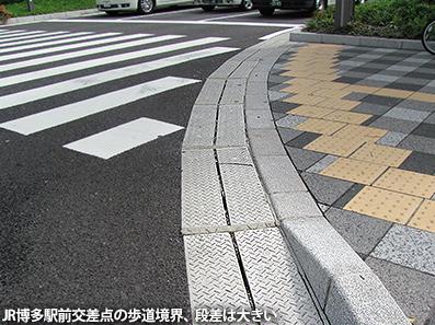 博多レポート3 歩道事情と天神の公共EV_c0167961_1535663.jpg