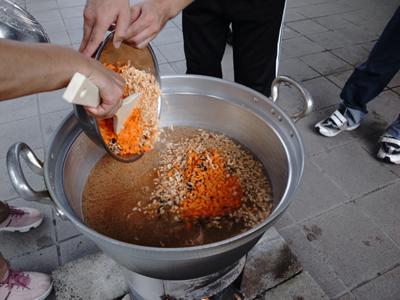 炊き出し訓練を実施。_a0154110_11223812.jpg