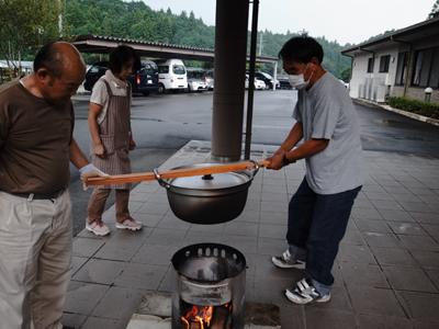 炊き出し訓練を実施。_a0154110_1122428.jpg