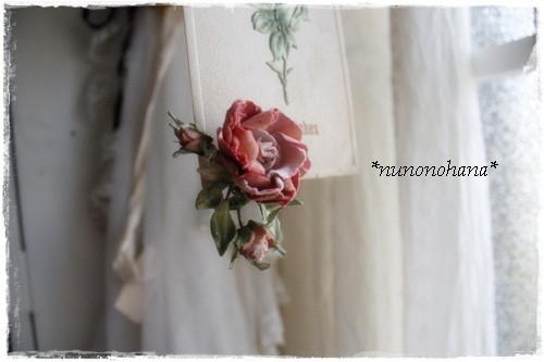 ピンク薔薇のイヤリング_a0094675_17103345.jpg