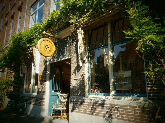 アムステルダムのボタン専門店_e0115399_2374364.jpg