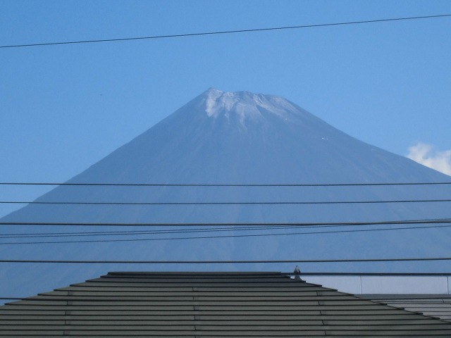 富士山初冠雪! でもここは灼熱の南の国? 今泉地区体育祭_f0141310_7203544.jpg