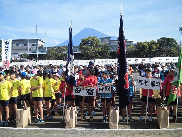 富士山初冠雪! でもここは灼熱の南の国? 今泉地区体育祭_f0141310_7221449.jpg