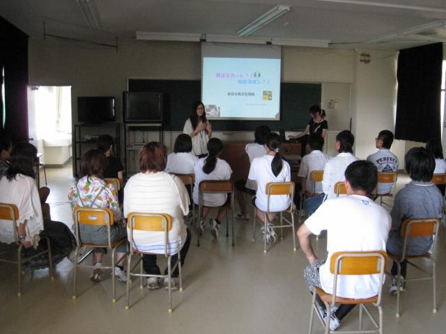 新潟県立翠江高等学校において「女はズボン!?男はスカート!?」のワークショップを実施しました。 _c0167632_176818.jpg
