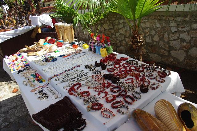 キューバ (61) モロ要塞の土産屋通りをぽれぽれと・・・_c0011649_23523670.jpg