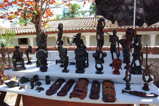 キューバ (61) モロ要塞の土産屋通りをぽれぽれと・・・_c0011649_2353954.jpg