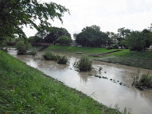 強烈な雨で溢れそうだった利根別川_c0189970_13251943.jpg
