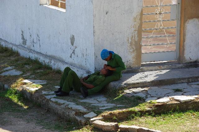 キューバ (61) モロ要塞の土産屋通りをぽれぽれと・・・_c0011649_012836.jpg