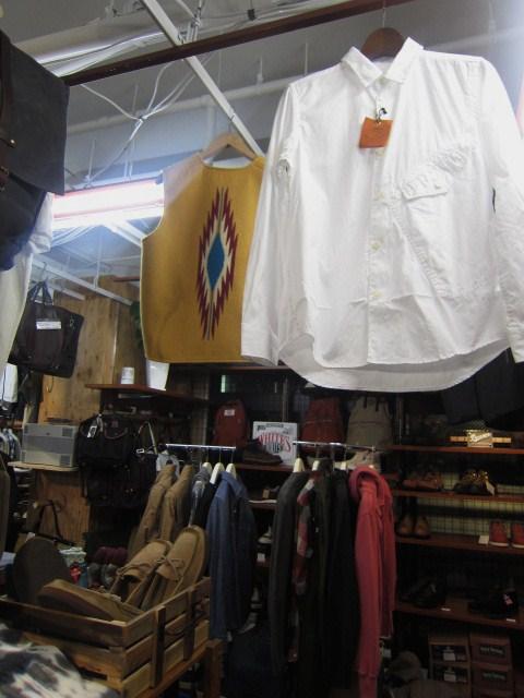 お待たせしました!★ Kato ・・・当店・別注 BIG Pocket SHIRTS (WHITE)入荷♪ _d0152280_23523874.jpg