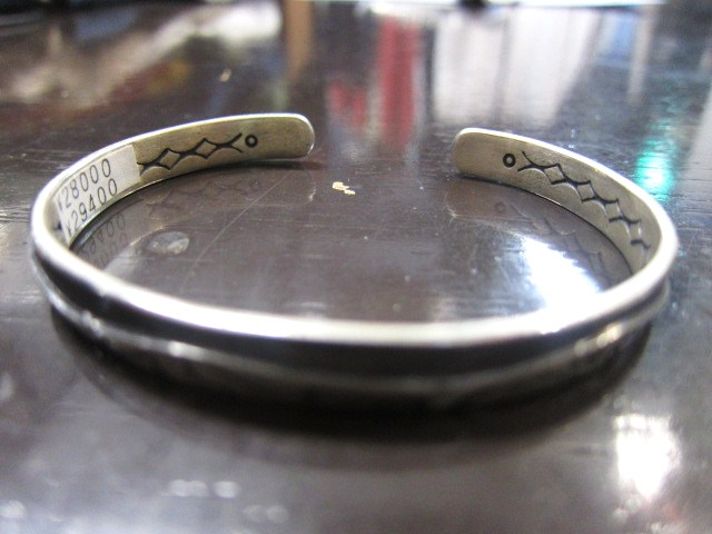 SILVER BANGLE ・・・ TOP ARTIST (Indian JEWELRY) その①_d0152280_3261567.jpg
