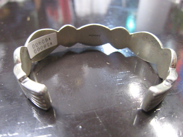 SILVER BANGLE ・・・ TOP ARTIST (Indian JEWELRY) その①_d0152280_3332866.jpg