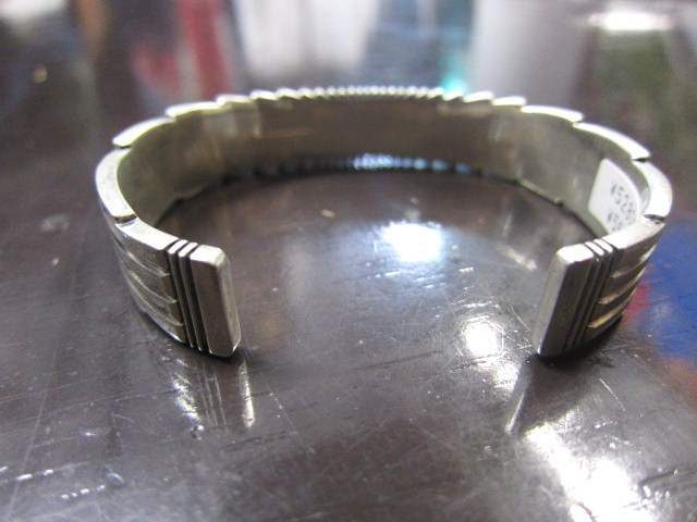 SILVER BANGLE ・・・ TOP ARTIST (Indian JEWELRY) その①_d0152280_337210.jpg