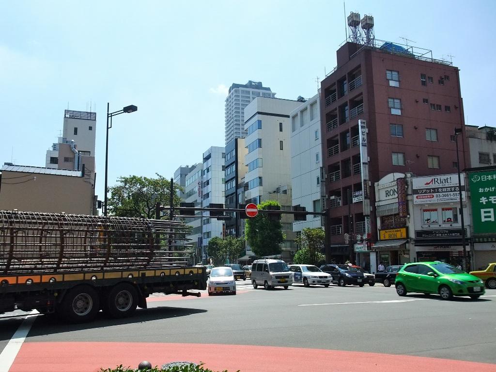 茶荘への道のり〜人形町交差点_b0151300_1055781.jpg