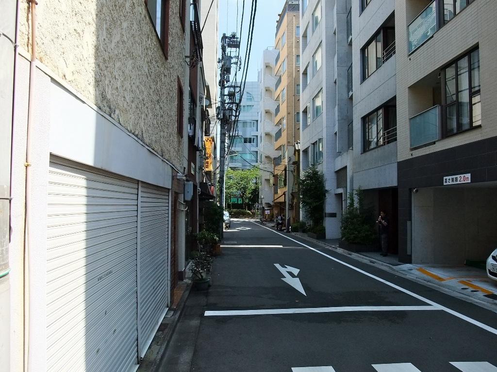 茶荘への道のり〜人形町交差点_b0151300_1151138.jpg