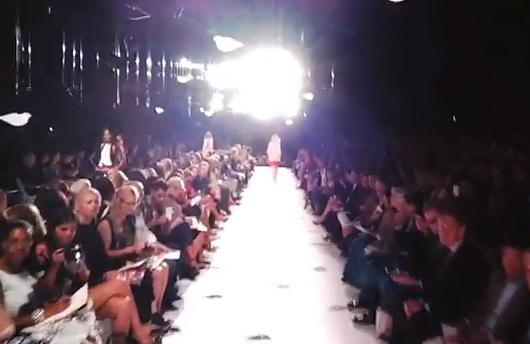 グーグル・メガネで撮ったモデルさん目線のファッション・ショー映像_b0007805_9515256.jpg