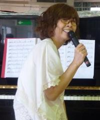 透き通ったピアノの音と歌声が響いた午後。_e0188087_2325157.jpg
