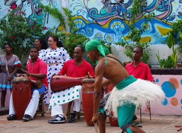 キューバ (64) カーニバル博物館のアフロ・キューバン・ダンス_c0011649_23191089.jpg