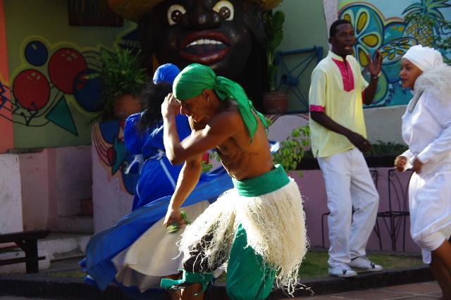 キューバ (64) カーニバル博物館のアフロ・キューバン・ダンス_c0011649_23235857.jpg