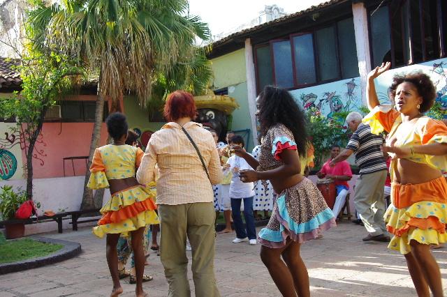 キューバ (64) カーニバル博物館のアフロ・キューバン・ダンス_c0011649_2334527.jpg