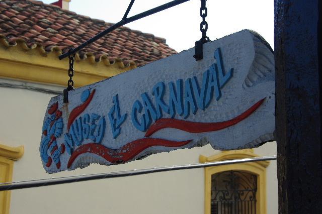 キューバ (63) カーニバル博物館とスタッフとダンサー_c0011649_5405569.jpg