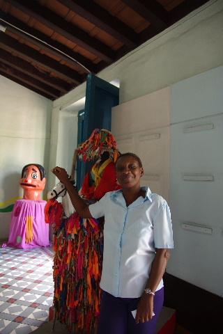 キューバ (63) カーニバル博物館とスタッフとダンサー_c0011649_546218.jpg