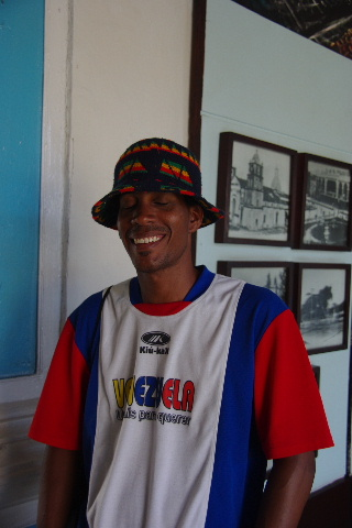 キューバ (63) カーニバル博物館とスタッフとダンサー_c0011649_557999.jpg
