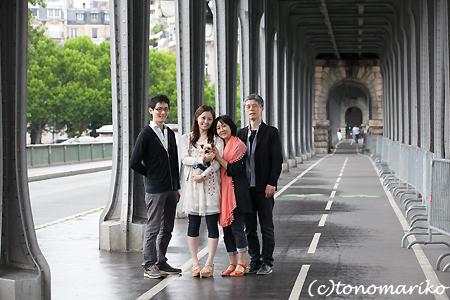 パリ旅行の記念に家族写真 まめちゃん一家編_c0024345_22452533.jpg