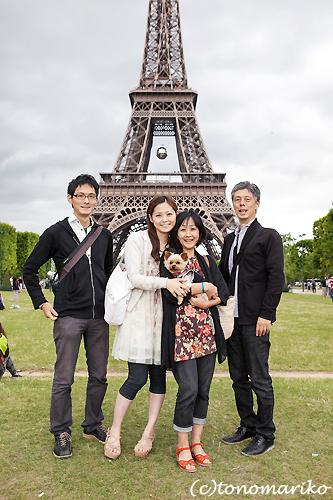 パリ旅行の記念に家族写真 まめちゃん一家編_c0024345_2245587.jpg