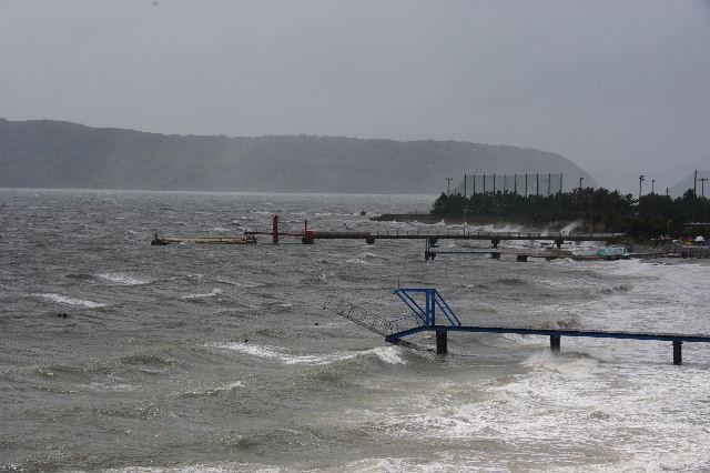 台風16号、接近遭遇。荒れる博多湾_c0011649_15434877.jpg