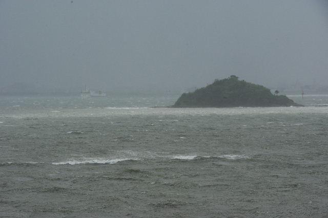 台風16号、接近遭遇。荒れる博多湾_c0011649_15442174.jpg