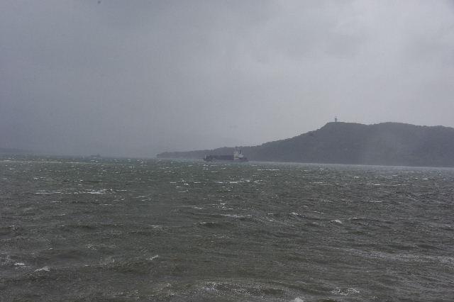 台風16号、接近遭遇。荒れる博多湾_c0011649_15451854.jpg