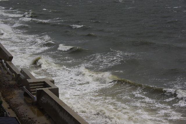 台風16号、接近遭遇。荒れる博多湾_c0011649_15463180.jpg