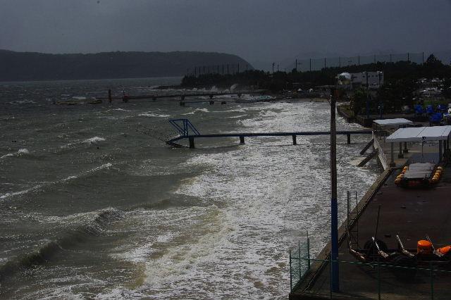 台風16号、接近遭遇。荒れる博多湾_c0011649_15473626.jpg