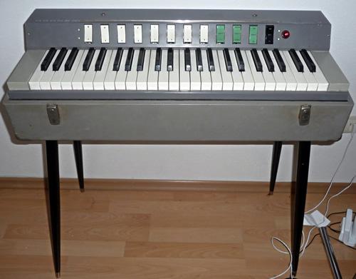 世界のコンボオルガンVol.2 Hohner Symphonic 30_e0045459_18531849.jpg