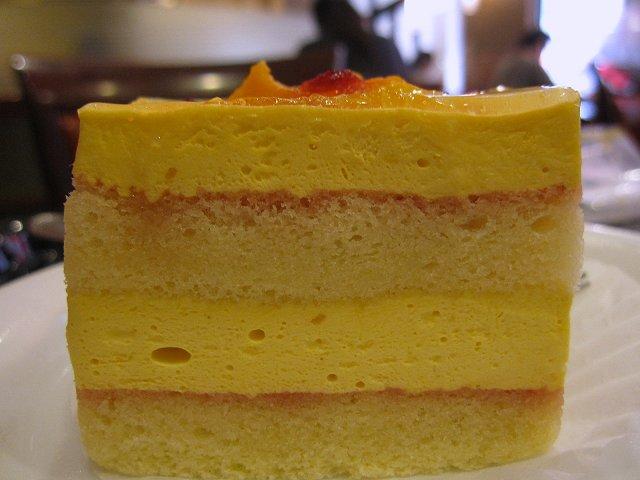 ベローチェ@マンゴーとパッションフルーツのケーキ_b0167979_19454468.jpg