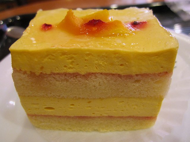 ベローチェ@マンゴーとパッションフルーツのケーキ_b0167979_19455790.jpg