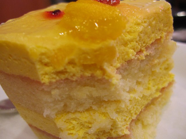 ベローチェ@マンゴーとパッションフルーツのケーキ_b0167979_1946423.jpg