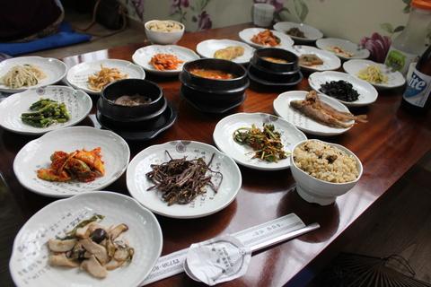 三清洞(サムチョンドン)のムール貝ご飯の韓定食。_a0223786_1785476.jpg