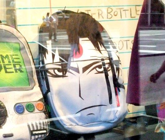 ニューヨークの街角で見かけた斬新すぎるデザインの子供用カバン_b0007805_23111415.jpg