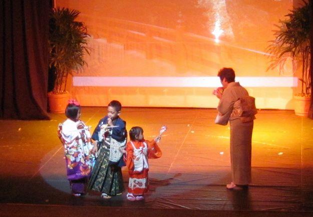 Congratulations Abong ! 40周年・25周年記念・着物ショー_a0109542_2342368.jpg