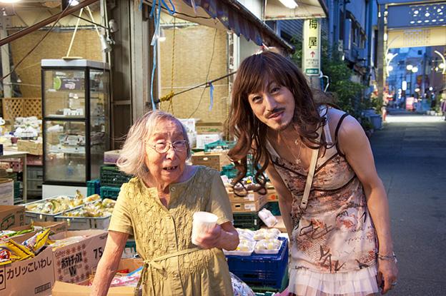 日本酒グイグイ100歳おばあちゃん_d0119642_182304.jpg