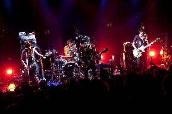 DOESがラジオ生放送で『宇宙兄弟』オープニング曲のシングルリリースを発表_e0197970_1539117.jpg