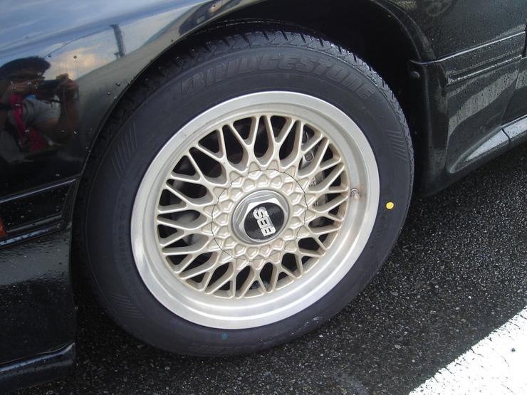 タイヤは新品に限りますな~\(・o・)/!_e0003660_23553693.jpg