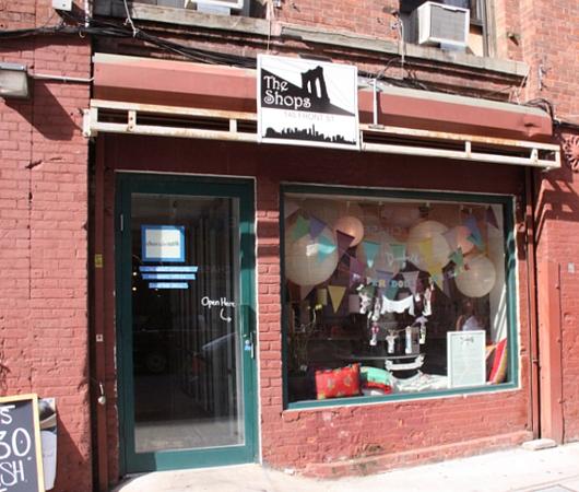 ニューヨーク唯一のペーパー・ドール専門店、Dumbelle_b0007805_5195558.jpg
