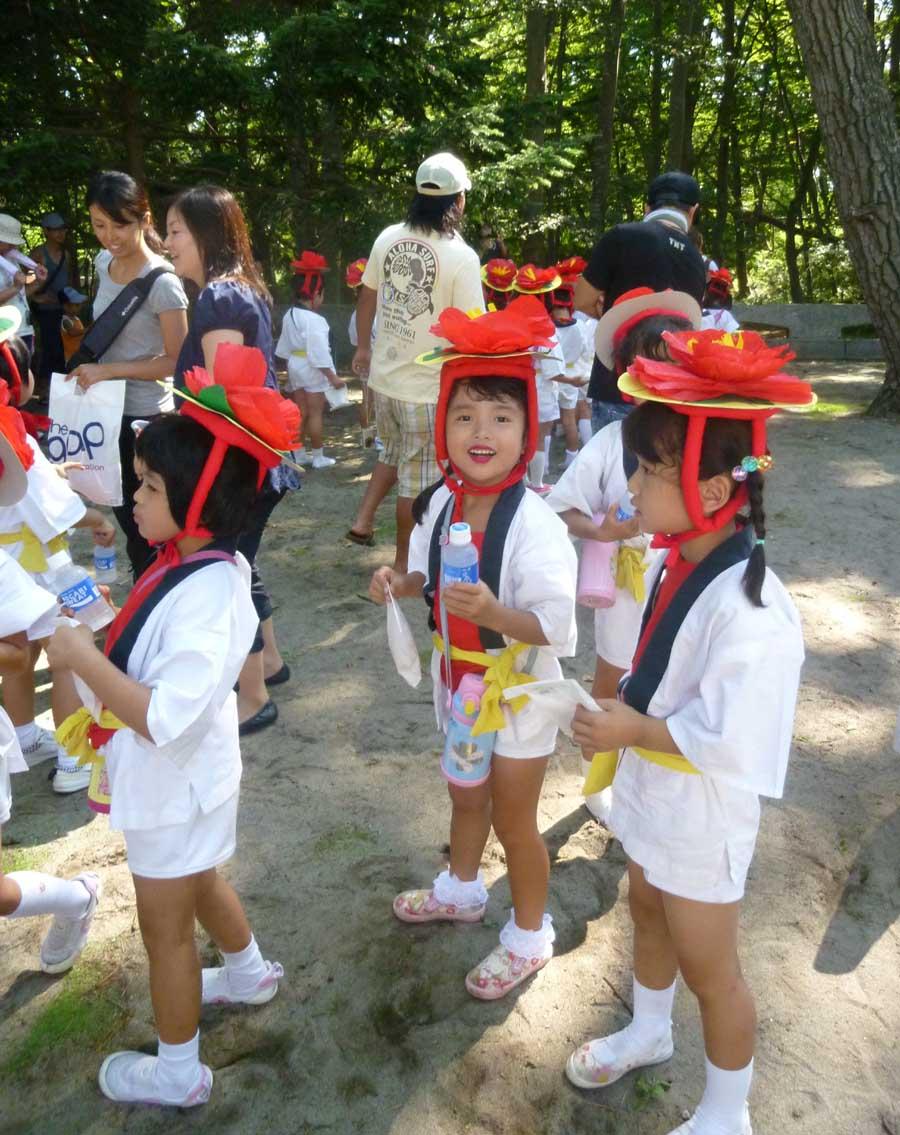 苺梨杏、八幡神社祭典で!_f0150893_20051.jpg